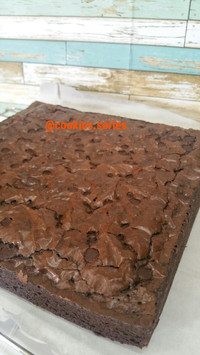 Fudgy Brownies Panggang Cokelat Enak Topping Mantap Murah