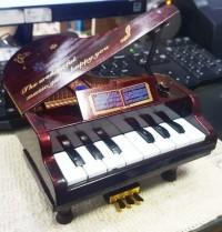 kotak musik melodi piano antik