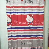 Gorden pintu kamar Hello Kitty Stripe ukuran 100 x 190 cm