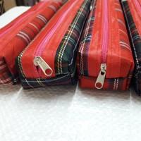 souvenir dompet pensil kain / tempat pensil kain motif kotak resleting