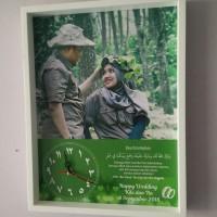 Hiasan jam dinding untuk kado pernikahan bisa custom foto dan tulisan