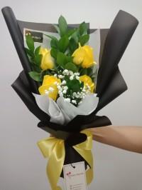 Hand Bouquet / Buket Bunga Wisuda / Bucket Bunga / Mawar shinny charm