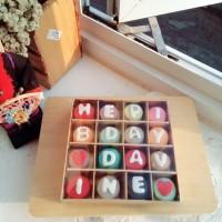 Baby Macaroon (Macaron) Gift Kotak isi 16 Free Huruf Kue Kering Murah