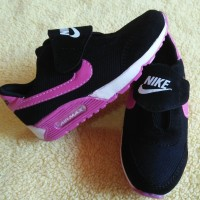 Sepatu sneakers anak cewek perempuan sekolah tk sd hitam pink perekat