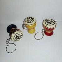 souvenir pernikahan gantungan kunci gendang .