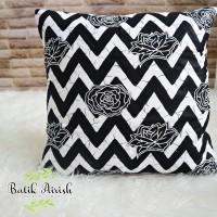 Sarung Bantal Batik Kursi 40x40 cm | BW Sekar Chevron Putih | Cover