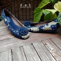 Sepatu Batik Etnik Wedges 3 cm Amara Lasem Biru Navy Motif Variatif