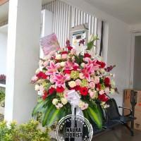 rangkaian bunga/standing flower/bungaultah/mawar merah/