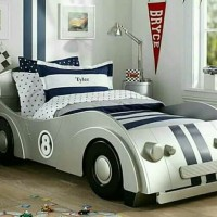 dipan tempat tidur anak mobil