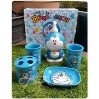 Set BathSet Tempat Sabun Shampo Pump Keramik Doraemon