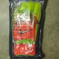 Sarung tangan kiper Nike tulang import