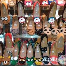 Pengrajin sepatu sendal
