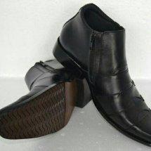 saudagar sepatu kulit