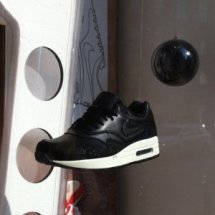 Top Sneaker Store Logo