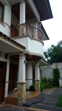 rumah mewah 2 lantai