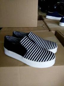 Supplier Sepatu Sneakers