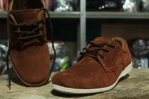 pengrajin sepatu