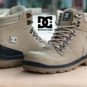 Daftar Harga Sepatu Tracking Dc Safety Ujung Besi Boot Kantor Kuliah ... e0b31a9fe2