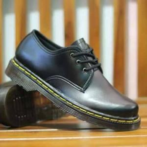 Sepatu Dr Martens Low Leather Suede Unisex Tokopedia