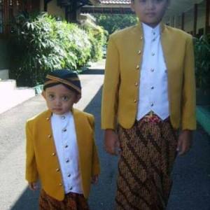 Baju Adat Ewes Setelan Baju Anak Kostum Jawa plus Blangkon dan Jarik