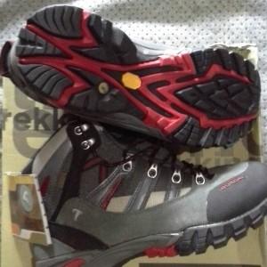Harga Jual Sepatu Gunung Lengkap Terbaru - Harga Bersatu webid b6bd92e22a