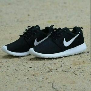 Nike Rosherun Sepatu Running Tokopedia