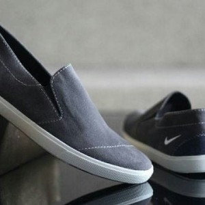 Sepatu Wakai Hitam Abu Tokopedia