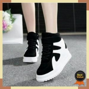 Jual Sepatu Wanita / Sepatu Murah / Grosir Sepatu Boots E Pasir Putih