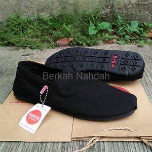 Sepatu Wakai Hitam Polos Tokopedia