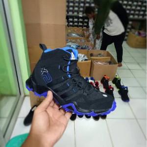 Jual Sepatu Adidas Ax2 Boots Height Tinggi Running Pria Warna Hitam Biru 2e90329e1c