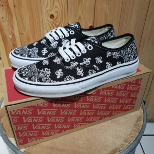 Jual VANS AUTHENTIC ERA STARWARS STAR WARS BANDANA IMPORT SNEAKERS 4aa74623ab