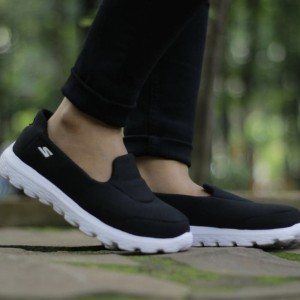 Sepatu Slip On Sketcher Wanita Tokopedia