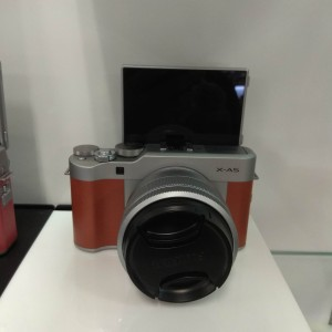 Fujifilm X-A5 kit 15-45mm - Cokelat Muda