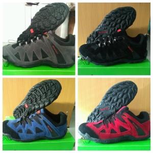 Sepatu Tracking Karimor Sepatu Naik Gunung Outdoor Tokopedia