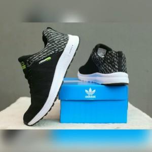 Harga Sepatu Adidas Pria Sneakers Joging Olahraga Sport Lari Kasual ... 63ee15d983