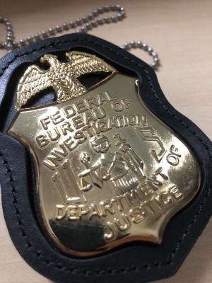 Replika lencana dan ID badge FBI