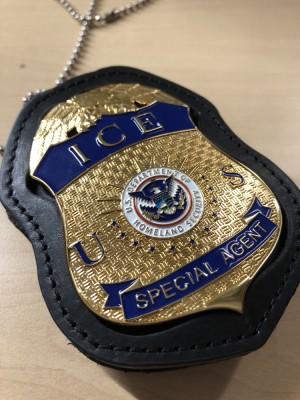 Replika lencana dan ID badge Homeland Security ICE