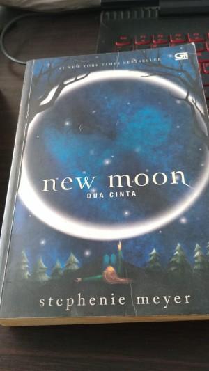 New moon : dua cinta