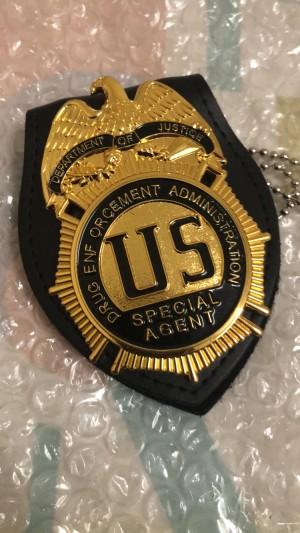 Replika lencana dan ID Badge DEA