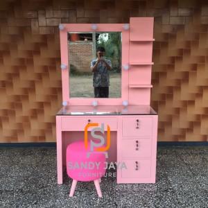 Meja rias lampu minimalis pink duco, meja make up artis, dipan, sofa
