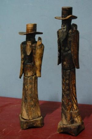 Patung Koboi Dari Tulang Antik