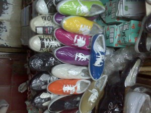 Sepatu Warna