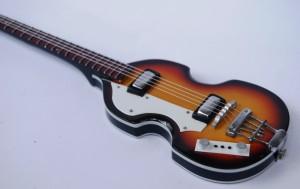 Miniatur Gitar Bass Hofner Paul McCartney The Beatles