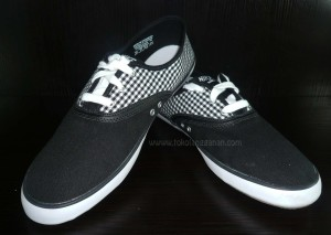Nike Deuce Flanel Black White
