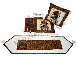 Sarung Bantal Wayang Set dan Table Runner