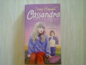 "Buku Torey Hayden ""Cassandra: Amarah Anak-Anak Sunyi"" (kondisi 98% dan sudah disampul plastik)"