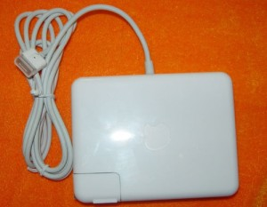 ADAPTOR CHARGER APPLE MACSAFE FOR MACBOOK 85 WATT MAGNET (WITH AC PLUG FOR APPLE)