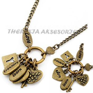 vintage key necklace of hearts