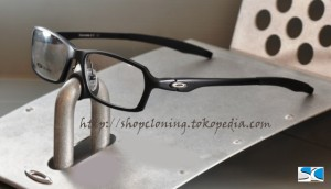 FR Oakley Concrete Black (C)