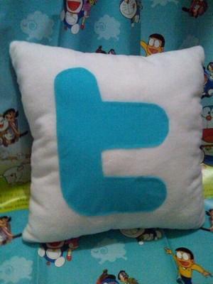 Bantal Twitter